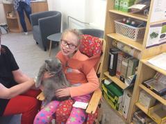 Kočka Ema na návštěvě
